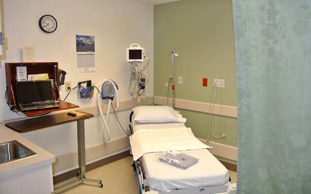 Surgery & Outpatient Procedures Patient Room